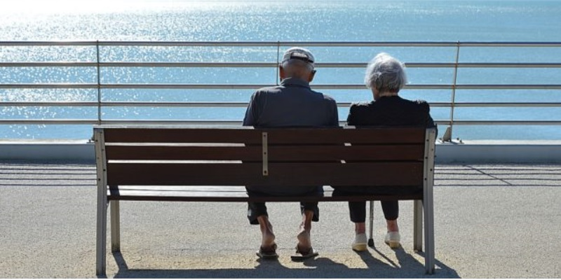 32% dintre pensionari, dublu față de persoanele cu loc de muncă, nu utilizează niciun fel de produs financiar